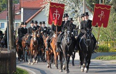 Prozession von Osterreitern in der Lausitz