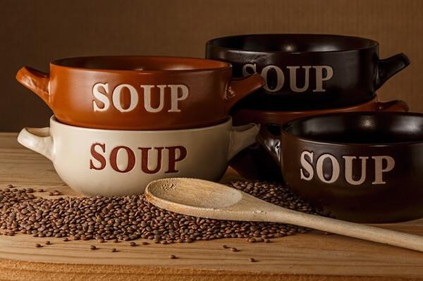 Suppenschüsseln mit Linsen