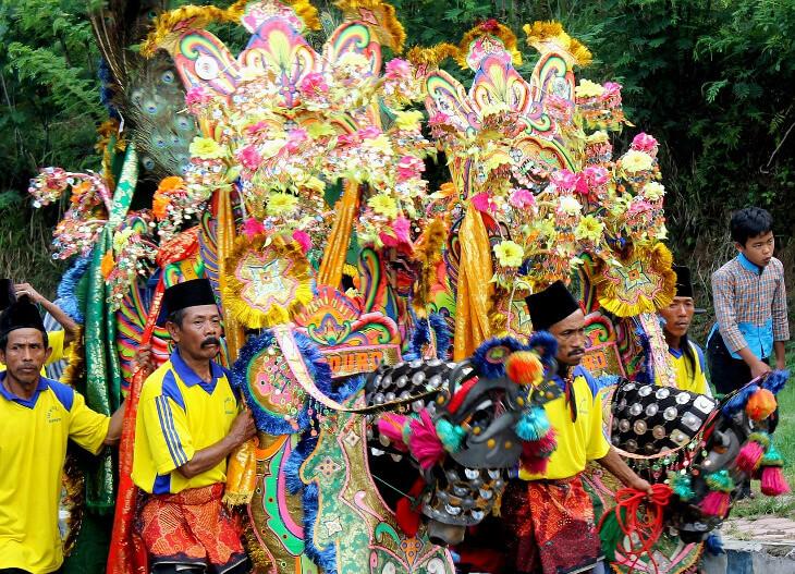 Festumzug zum Karneval in Indonesien