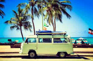 VW Camper auf Urlaubsfahrt