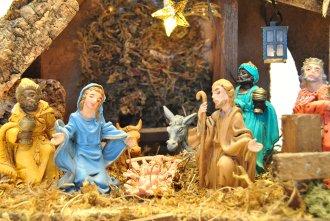 Heilige Drei Könige in einer Weihnachtskrippe