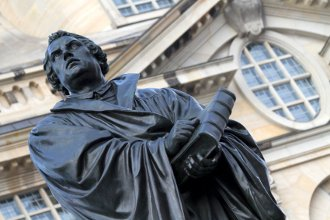 Martin Luther Statue nahe der Dresdner Frauenkirche
